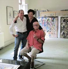 Hans Staudacher mit den Galeristen Gerald und Monika Ziwna im Atelier, Fotocredit: Monika Ziwna, galerie artziwna gmbh