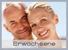 Kieferorthopädie (KFO) für Erwachsene: Schöne und gerade Zähne mit Zahnregulierung in München-Laim (© Yuri-Arcurs - Fotolia.com)