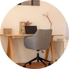 Das Bild zeigt meinen Schreibtisch. Verschiedene Methoden zu vernetzen ist eine Motivation für die permanente Weiterbildung