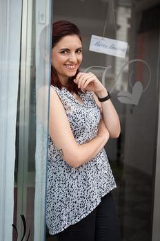 Lela Siebert vor ihrem Geschäftslokal