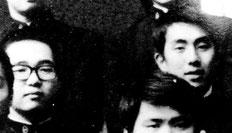 高校の卒業写真。右が勘三郎、左が筆者