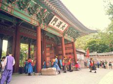 ひろばすぐ横大漢門(徳寿宮の正門)