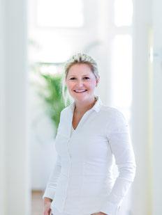 Zahnärztin Saskia Vollmer spezialisiert auf Zahnbehandlung Kinder ästhetische Zahnheilkunde Endodontie