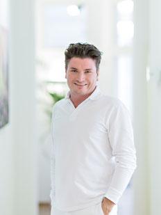 Zahnarzt Christopher Vollmer spezialisiert auf Zahnersatz Implantate Zahnerhaltung Parodontitisbehandlung
