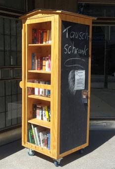 Der Tauschschrank für Bücher, Spiele und Kleidung im Stadtteilladen Bismarck
