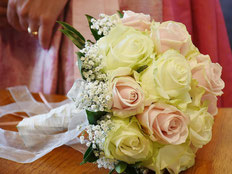 Der Brautstrauss sollte gut zum Brautkleid passen!