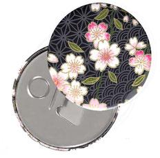 Flaschenöffner  Flaschenöffner-Rückseite mit Neodym-Magnet  59 mm  ,Kirschblüten rosa weiß auf schwarz
