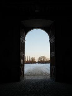 Porte ouvrant sur le parc de Chambord (Source Julian Gomez).
