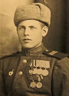 22-летний участник Парада Победы Василий Савичев в 1945 году