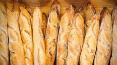le pain est livré tous les matins sur les postes de pêche à la carpe de Mont et de Bouxier