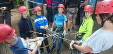 E-Junioren: Teamwork im Klettergarten