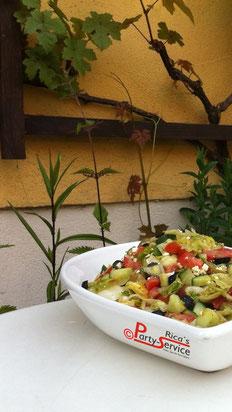 So lecker ist der Sommer, mit unserem neuen Griechischen Bauernsalat mit Oliven
