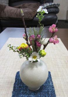 *春の小さい花うつわ【小菊・雪柳・松・桃の花】