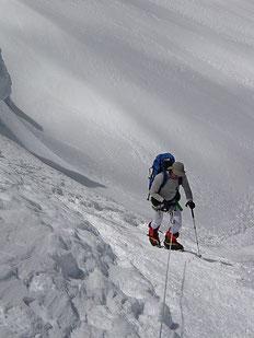 Alpinista bien protegido ante la gran radiación presente