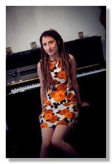 Piano Sängerin Kristina Stary Portrait