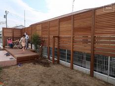 イタウバ、ウッドフェンス、目隠しフェンス、セランガンバツー、ルーバーフェンス、施工例