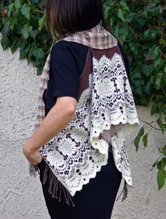 eine designweste für damen aus gebrauchten schals