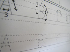 書き順、4線上での正しい位置、オリジナル教材で一緒に覚えていきます。