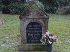 Einzelgrab des sowjetischen Kriegsgefangenen Afis Kasimow, gestorben am 18. Juni 1944 in Dollern. Foto: M. Quelle