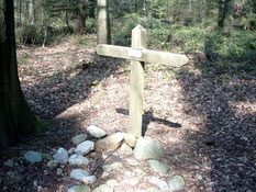Feldgrab eines unbekannten Opfers, das sowjetischer Herkunft sein soll, in einem Waldstück bei Godenstedt. Todesort und Todesursache sind unbekannt. Foto: Samtgemeinde Selsingen, 2019