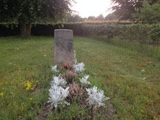 Einzelgrab für einen unbekannten sowjetischen Kriegsgefangenen am hinteren Ende des Friedhofes von Anderlingen. Er starb am 23. April 1945. Foto: L. Hellwinkel, 2019