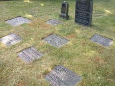 Auf der Gräberfläche liegen der sowjetische Kriegsgefangene Iwan Krjutschin (130563 XB), 1942 in Klein Meckelsen verstorben, und der serbische Kriegsgefangene Radoslay Pantic, gestorben im Februar 1945. Foto: V. Fleig, 2013