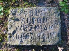 Auf dem Kriegsgefangenenfriedhof Bokelah aus dem Ersten Weltkrieg liegt der polnische Kriegsgefangene Anton Wozniak, gestorben am 15. Mai 1944 in Heinschenwalde. Foto: M. Kardel, 2020