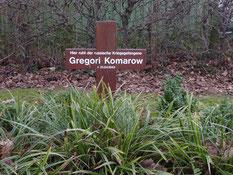 Einzelgrab des sowjetischen Kriegsgefangenen Grigorij Komarow (140149 XB), gestorben am 21. April 1943 auf dem Arbeitskommando 560 Nottensdorf. Foto: M. Quelle
