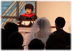 実践神学博士号取得 「本当の」牧師の前で永遠の愛を誓う結婚式