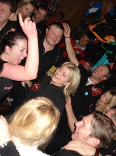 """jenny und susi, die """"skigötterluada 2014"""" in aktion..."""
