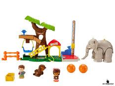 Im Paket Fisher-Price ist ein Zoo-Spielset mit Baum und Wippe, ein Tierpfleger, ein Figur Mia, ein grosser Elefanten, ein Äffchen, zwei Futterteile, ein Massstab und ein Zaunverbindungsstück enthalten.