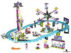 Im Paket Lego 75151 sind 903 Einzelteile, eine Luminara Unduli, 2 Battle Droids, ein Lichtschwert, 4 Blaster und weitere Teile enthalten.