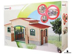"""Bei der Bestellung im Onlineshop der-Wegweiser erhalten Sie das Schleich Paket 42110 """"Pferdehof Farm mit Life Zubehör""""."""