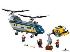 Im Paket Lego 60093 sind 388 Einzelteile, 3 Minifiguren,  ein Hai, ein Hubschrauber, ein U-Boot, ein Funkgerät, eine Kiste, eine Goldmünzen und ein Diamant enthalten.