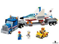 Im Paket Lego 60079 mit einem Weltraumjet und Transporter sind 448 Einzelteile mit einem Fahrer, einem Piloten und einem Servicetechniker enthalten.