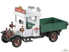 Im Paket Playmobil 9042 ist eine Playmobil-Fahrer und einen Truck enthalten.
