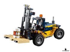 Im Paket Lego 42079 sind 592 Einzelteile enthalten.