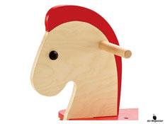 Die Besonderheiten im Hape Paket sind dass das Material Holz, die Farbe auf Wasserbasis und die Oberfläche lackiert ist.