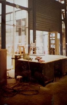 Mesa de trabajo a la entrada de los estudios. Aquí se hacian bastidores, se tensaban las telas, incluso se imprimaba alguna vez, entre otras tareas.