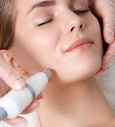 kosmetikstudio-nagelstudio-by-maica-frau-schönheit-nageldesign-kosmetikbehandlung-Mikrodermabrasion-Hautbehandlung