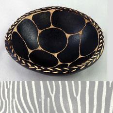 Schale afrikanisch schwarzweiß geschnitzt