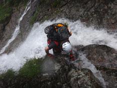 雨の滝登り