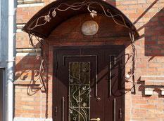 Кованые двери и козырьки