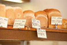 豊富な種類の食パン