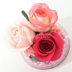 3 superbes roses & perles dans une coupe en verre CHF 70.00