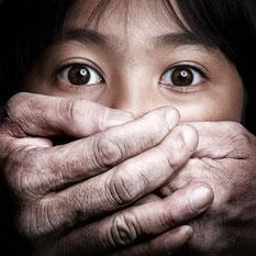 13-jährige wurde im Zug vergewaltigt und aus dem Fenster geworfen.