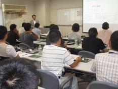 岐阜大学の社会基盤ME養成講座で講師をする右城社長