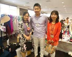 イベントをとりまとめる横浜校の梅澤さん(左)。「皆の力の集大成です!」と満面の笑顔が眩しい。山下さん(右)は梅澤先生の教え子、自身もカラー講師として活躍中。