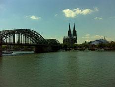 Köln....ca. die halbe Strecke geschafft. Eine kleine Pause gönn ich mir gleich auf der anderen Seite :-)