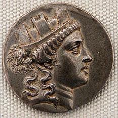À la fin du IIIe siècle av. J.-C., le culte phrygien de Cybèle se diffuse peu à peu. Il est officiellement importé à Rome lors de la seconde guerre punique.